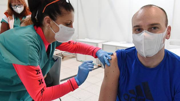 Očkování proti covidu 19 v záložní nemocnici na BVV, Brno 11.1.2021
