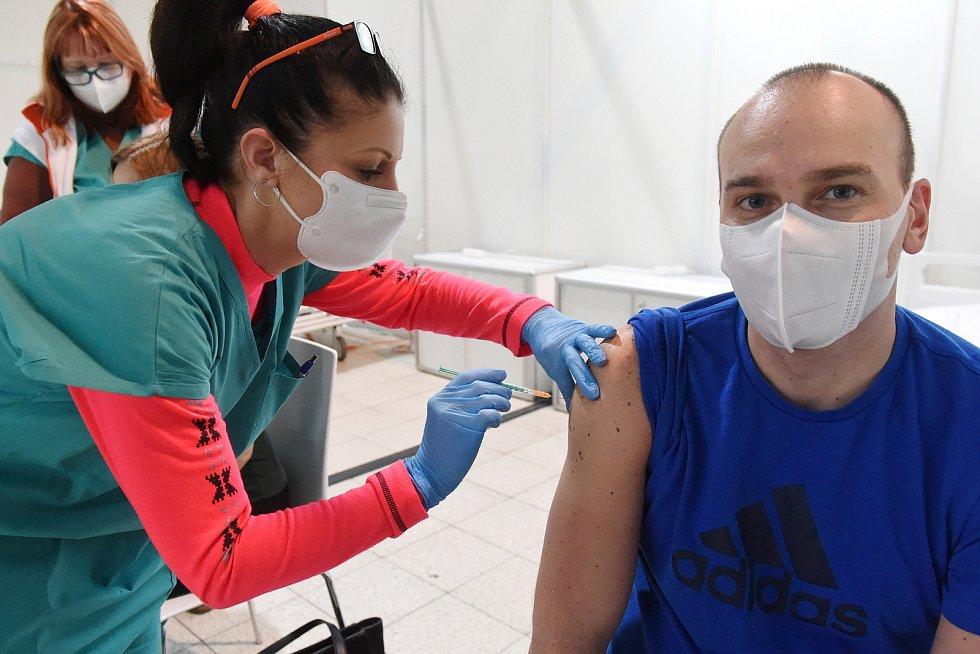 Brno 11.1.2021 - v záložní nemocnici na BVV začalo očkování proti covidu 19