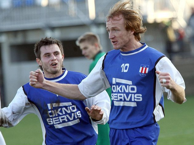 Richard Dostálek (vpravo) ještě v dresu Líšně.