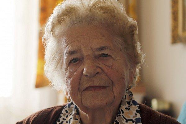 Ludmila Pokorná, 89let, dělnice, za války vrakouském Traiskirchenu a také Znojmě, kde vdobě osvobození šila československé vlajky