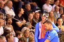 Pavel Kelemen se chystá do boje na mistrovství světa. Na snímku se opírá o českého kouče Petra Klimeše.
