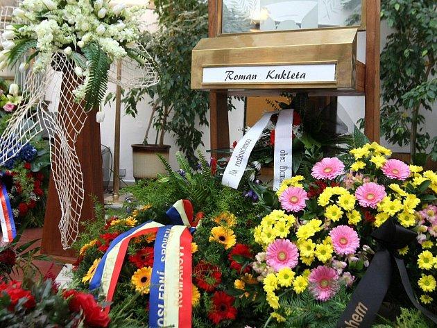 Pohřeb fotbalového útočníka Romana Kuklety.