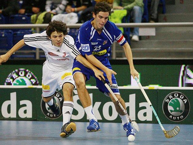 Nadějný florbalový útočník Tomáš Ondrušek (vpravo) přestupuje z Bulldogs Brno do mistrovského Tatranu Střešovice.