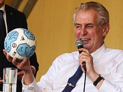 Prezident České republiky Miloš Zeman zavítal v pondělí odpoledne při své návštěvě Jihomoravského kraje také do Ivančic.