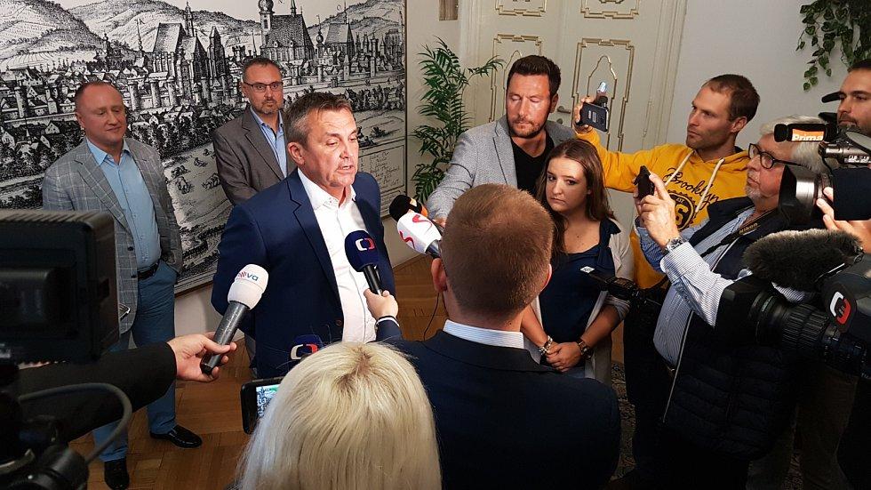 Primátor Brna Petr Vokřál na tiskové konferenci, kde komentuje vznik koalice bez své strany