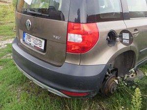 Kradli benzin i kola zaparkovaných aut. Vydělávali si tak na drogy