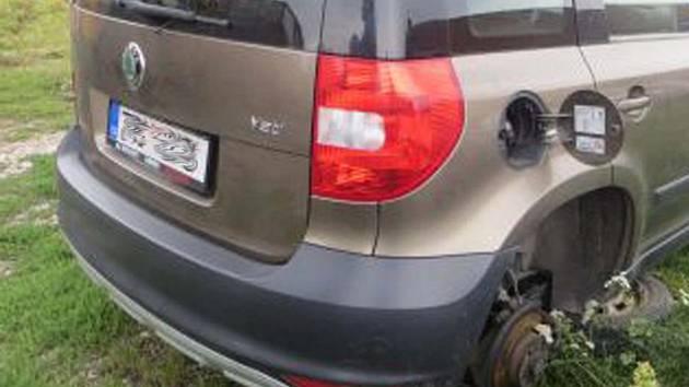 Manželé několikrát odcizili ze zaparkovaných aut kompletní kola i s pneumatikami.