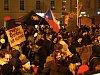 Lampionového průvodu při příležitosti výročí 17.listopadu se zúčastnily stovky lidí.