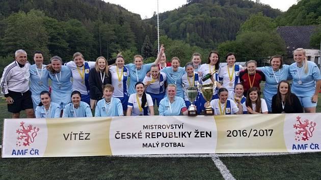 Proklatě dobrý kuřata po finále mistrovství České republiky žen v malém fotbalu.
