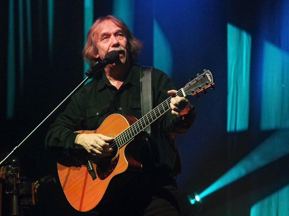 První ze svých koncertů v brněnském Sono centru odehrál ve středu večer Jarek Nohavica, který do Brna přijel se sérií sedmi vystoupení.
