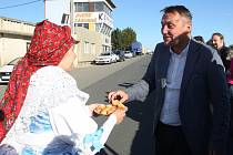Pětaosmdesát let od prvního automobilového závodu na Masarykově okruhu oslavili v pondělí v Bosonohách u první věže okruhu.