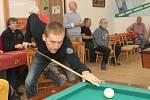 Slavní fotbalisté, hokejisté, basketbalisté, cyklisté i další sportovci pravidelně poměřují svůj um v odvětví, ve kterém jim nepomáhají dovednosti, jimiž v aktivní kariéře bavili diváky. Setkávají se v Ponětovicích na Brněnsku při karambolovém kulečníku.