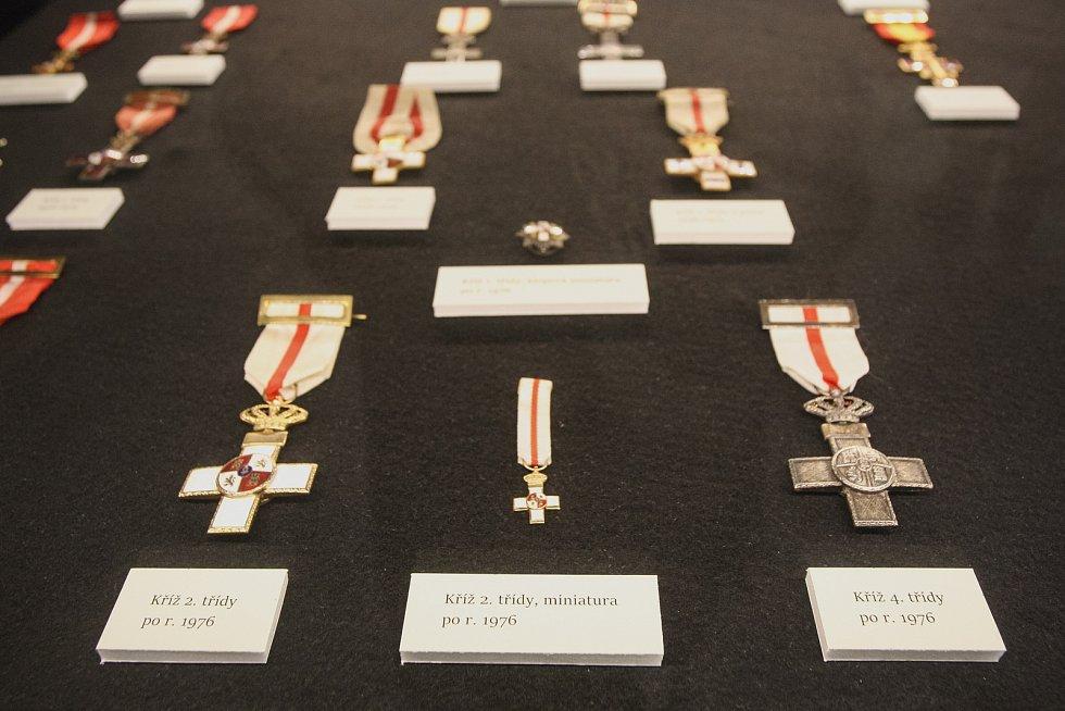 Unikátní kolekci španělskýchn řádů a medailí věnoval Moravskému zemskému muzeu numismatik a falerista Josef L. Hrdý. Na Biskupském dvoře jsou k vidění od středy.
