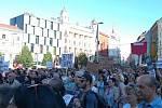 Další protesty proti chování prezidenta Miloše Zemana a ministra financí Andreje Babiše. V Brně se sešli lidé na náměstí Svobody na demonstraci Proč? Proto!
