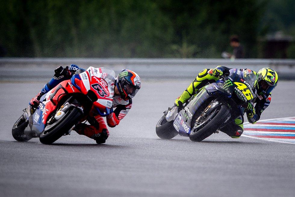 Volný trénink na Velkou cenu České republiky, závod mistrovství světa silničních motocyklů v Brně 3. srpna 2019. Na snímku (zleva) Francesco Bagnaia (ITA) a Valentino Rossi (ITA).