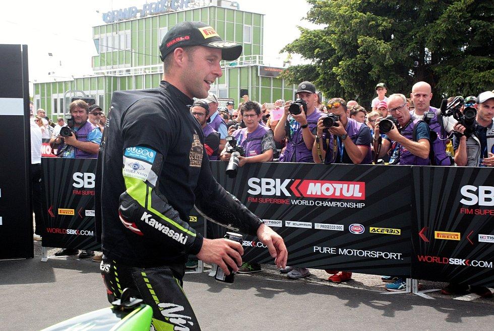 První superbikový závod startoval natřikrát. Ovládl ho suverénní jubilant Rea GBR (na snímku).