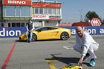 Na Masarykově okruhu se proháněl supersport Lamborghini Gallardo spolu se svojí vlastní zmenšeninou v měřítku 1:10. Model řídil spolujezdec sedící ve skutečném voze – nadšenec do RC modelů Igor Vlahovič.