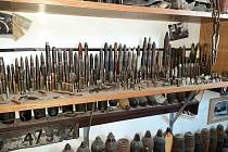 Množství munice z války našli policisté na jedné chatě na Brněnsku.