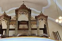 Barokní skříň je prázdná. Začala oprava více než sto let starých varhan z kostela svatého Mikuláše v Oslavanech.