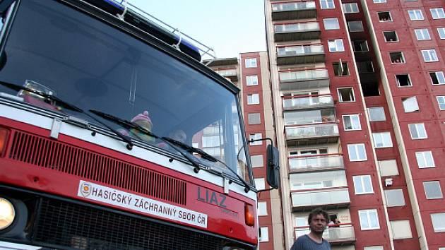 Požár na Vinohradech na Bzenecké ulici v pondělí večer.