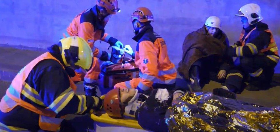 Jihomoravští záchranáři nacvičovali v tunelu.