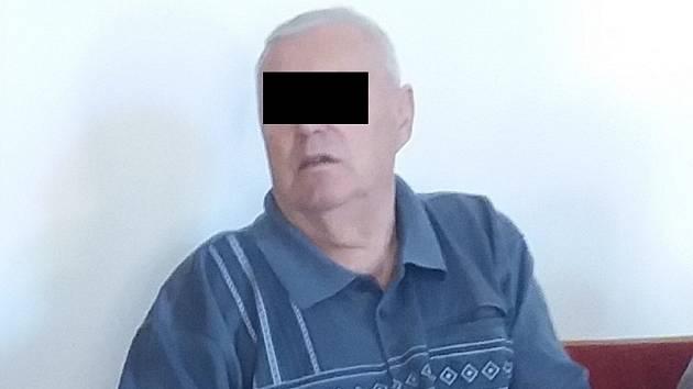 Jedenasedmdesátiletý muž ze Znojemska měl podle obžaloby opakovaně pohlavně zneužívat dvě vnučky.
