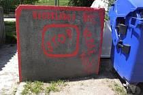 Autorem nápisů u kontejnerů v brněnských Židenicích je třiašedesátiletý muž.