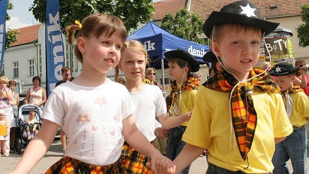 Mladí kovboji a jejich partnerky vystoupili v Židlochovicích na Dni s Deníkem