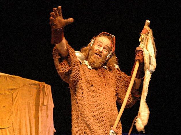 HRA NA HRU. Komedie Don Quijote de la mAncha propojuje pasáže ze Cervantesova románu s didaktickým poselstvím.