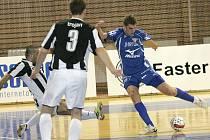 Futsalová přestřelka Helas (v modrém) vs. Benago