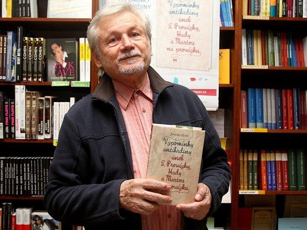 Tuček představil svou novou knihu, v níž vzpomíná na brněnskou alternativní divadelní scénu