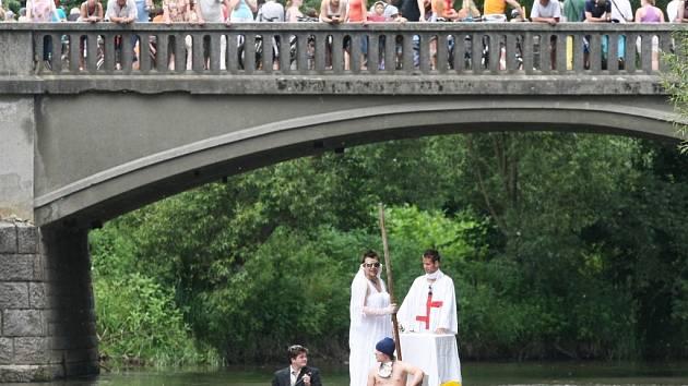 Tradiční Neckyádě patřilo sobotní odpoledne ve Veverské Bítýšce na Brněnsku.