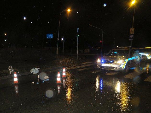 Zraněný muž ležel bezvládně poblíž křižovatky Merhautovy a Porgesovy ulice.