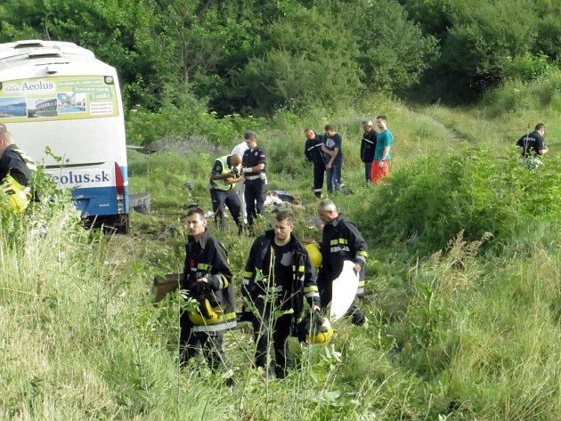 Ve vozidle, které havarovalo vúterý kolem čtvrté hodiny ráno, jelo také dvanáct Čechů.