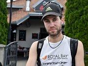 Pavel Vodička z Varnsdorfu protestuje běháním proti plýtvání jídlem.