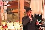 Poštu v Komárově přepadl ozbrojený muž. Odnesl si desítky tisíc korun.