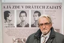 Za minulého režimu prošlo věznicí v brněnské ulici Cejl několik stovek politických vězňů. Třináct z nich komunisté popravili. Jejich osudy od středy až do pátého prosince připomíná výstava v pasáži Alfa v Jánské ulici. Organizátoři ji nazvali Tváře Cejlu.
