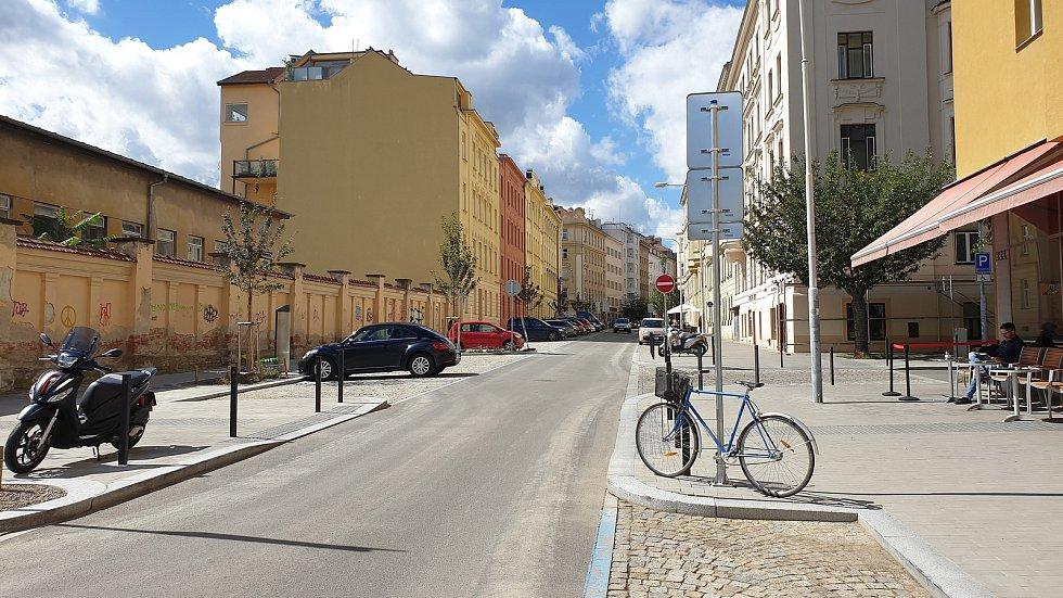 Zrekonstruovaná Gorkého ulice v Brně, do které zástupci města vrátí cykloobousměrku.
