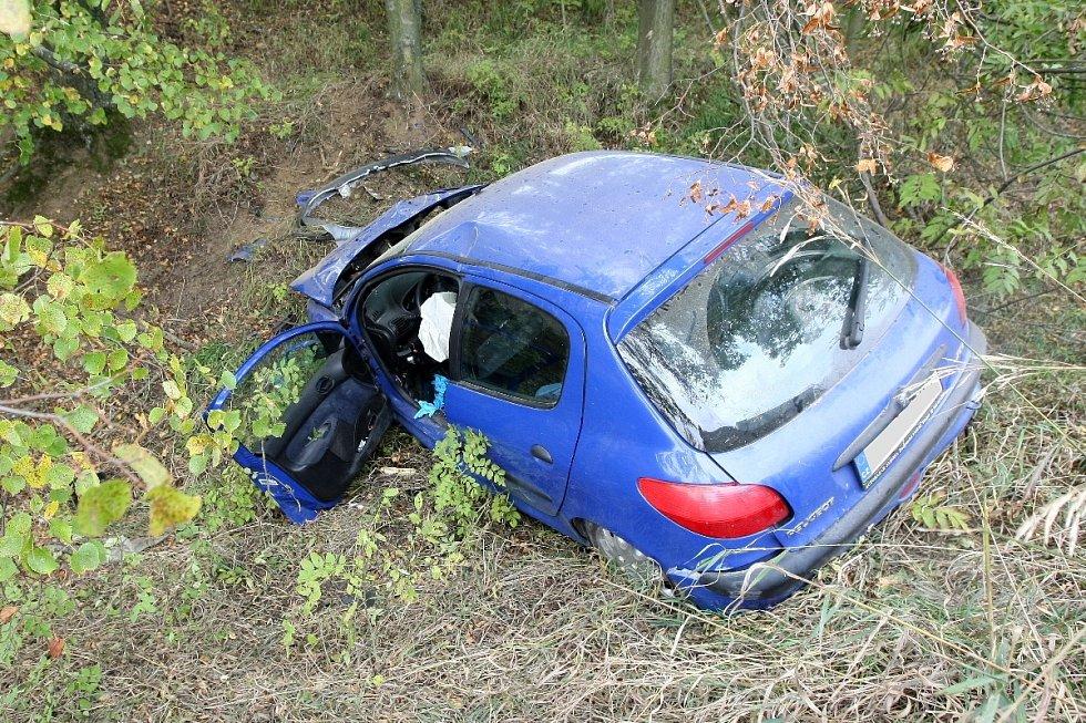 Při nehodě u Rozdrojovic na Brněnsku se těžce zranil řidič havarovaného auta.