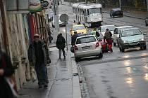 V ulici Milady Horákové se v pátek ráno srazilo auto s tramvají.