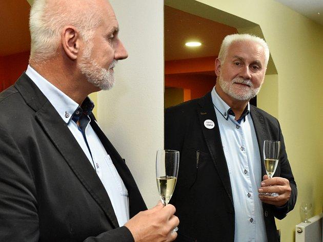 Bohumil Šimek slaví volební úspěch.