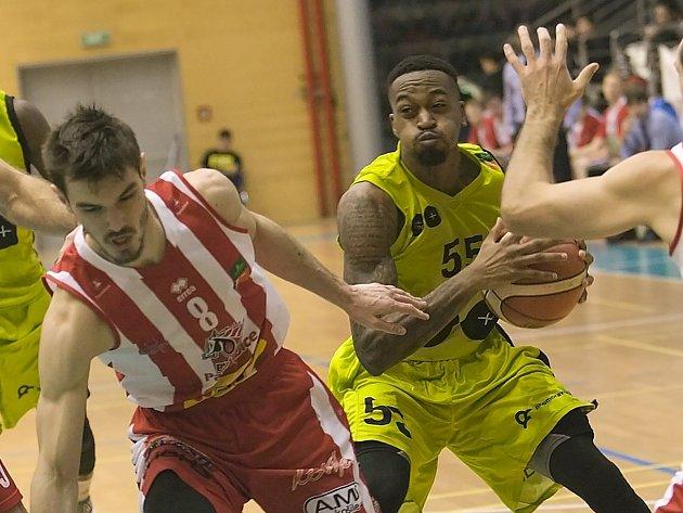 Už od první čtvrtiny zaostávali basketbalisté mmcité v domácím střetnutí s Pardubicemi a nakonec v devatenáctém kole nejvyšší domácí soutěže prohráli vysokým rozdílem 57:91.