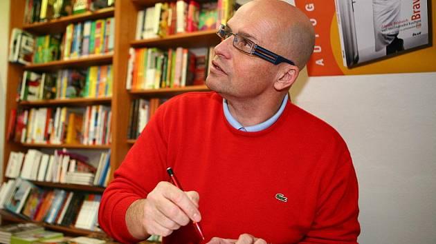 Zdeněk Pohlreich na autogramiádě v Brně.