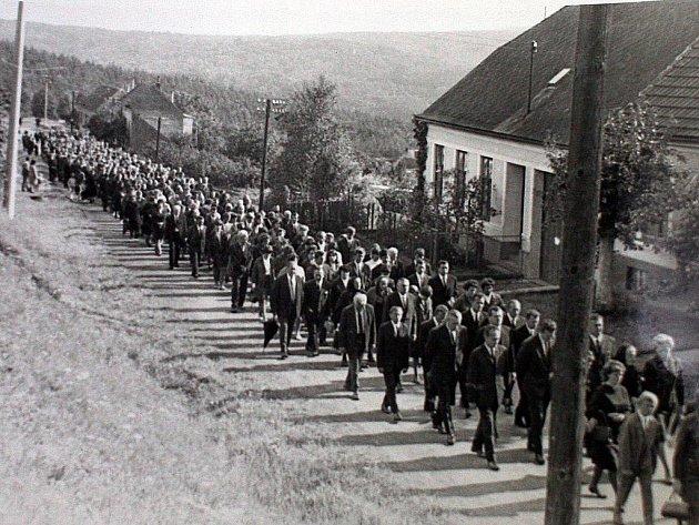 Historické fotografie z pohřbu Josefa Žemličky.
