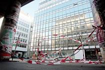 Radikálním způsobem zakončila radnice Brna-středu spor o stánky v Pohořelci. Nechala totiž tržnici zdemolovat.