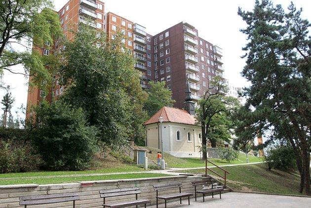 Vzhled městské části výrazně poznamenaly necitlivé stavební zásahy za minulého režimu, obec přišla o historické jádro.