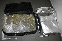 Nervózní řidič převážel téměř sedm kilogramů marihuany. Skončil ve vazbě.