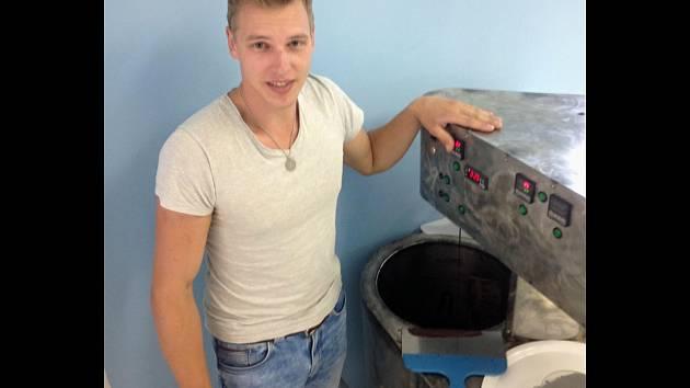Antonín Branč z Brna vyrábí čokoládu.