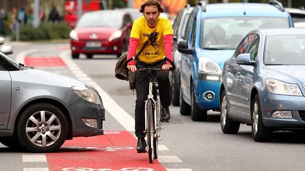 Konec jízd mezi auty? Nové cyklostezky budou, plánují radnice. Začne Žebětín