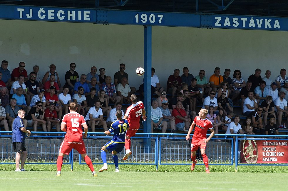 Přípravný zápas mezi Zbrojovkou Brno (červená) a Jihlavou (modrá)